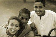 Amigos mais chegados que irmãos: 12 versículos sobre a amizade