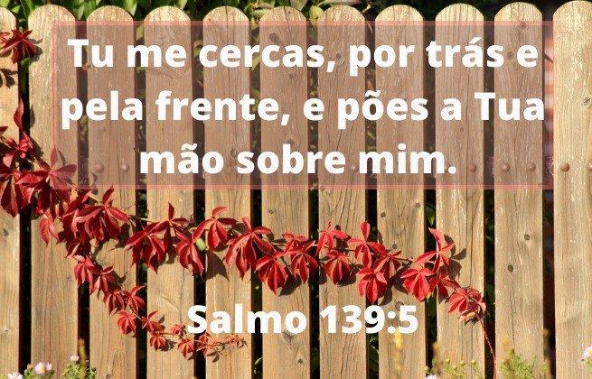 Deus nos cerca com seu amor - Salmos 139:5