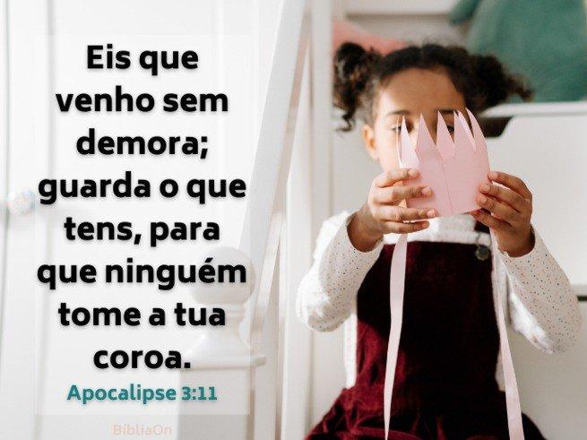 Menina com uma coroa nas mãos - Apocalipse 3:11 Venho sem demora, guarde o que tens para que ninguém roube sua coroa