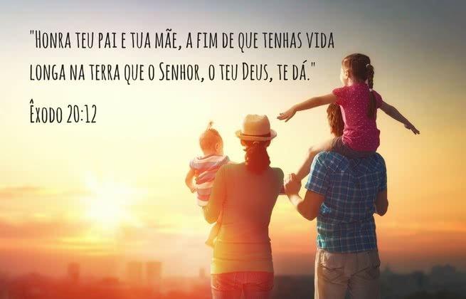 """""""Honra teu pai e tua mãe, a fim de que tenhas vida longa na terra que o Senhor,o teu Deus, te dá."""" Êxodo 20:12"""