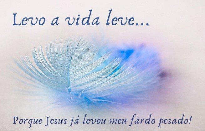 Levo a vida leve, porque Jesus levou meu fardo pesado - fundo com uma pena delicada