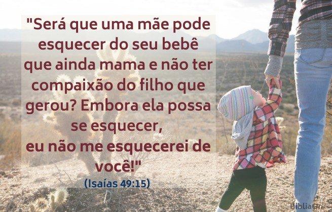 ... Eu não me esquecerei de ti. Isaías 49:15 - Imagem de uma criança de mãos dadas com a mãe, fundo paisagem árida