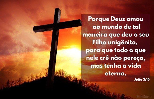 Versículo Bíblico - João 3:16 - Imagem de uma cruz ao pôr do sol