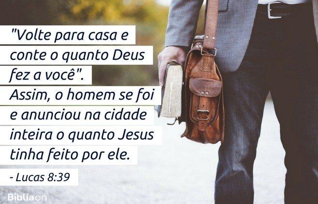 'Volte para casa e conte o quanto Deus fez a você'. Assim, o homem se foi e anunciou na cidade inteira o quanto Jesus tinha feito por ele. Lucas 8:39